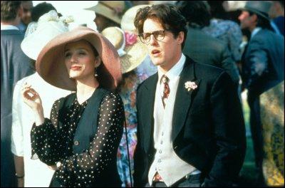 Comédie de Mike Newell (1994) où Hugh Grant est séduit par la belle ... . (trop facile si je vous dis qui ! )