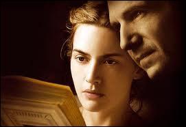 Film de Stephen Daldry (2009) adapté du best-seller allemand de Bernhard Schlink où la douce Kate Winslet se révèle avoir été gardienne SS à Auschwitz ...
