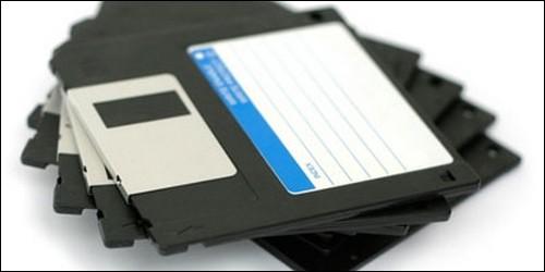 """Quand on parle d'une disquette vierge, le verbe """"initialiser"""" a le même sens que le verbe """"formater""""."""