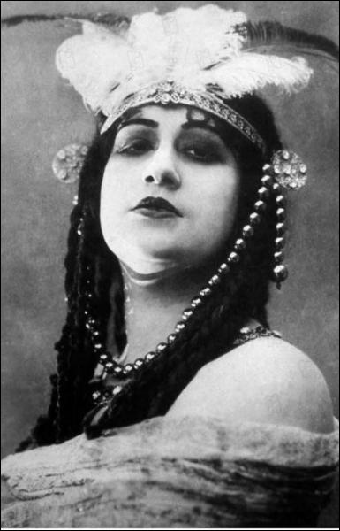 Sorti en 1914, ce film italien, qui a coûté la modique somme d'un million de lires, est considéré comme la première super-production de l'histoire du cinéma. Quel est son titre ?
