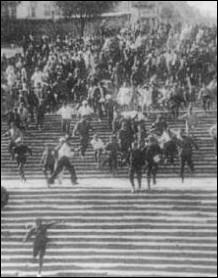 Dans l'une des scènes les plus célèbres du 'Cuirassé Potemkine' (1925), qu'est-ce qui dévale l'escalier monumental d'Odessa ?