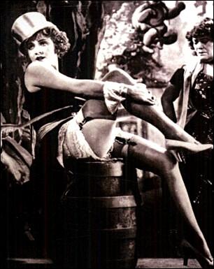 En 1930, 'L'Ange Bleu' fut le premier film parlant allemand et lança la carrière internationale de Marlene Dietrich. Quel rôle interprète-t-elle ?