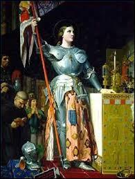 Combien de temps a duré l'épopée de Jeanne d'Arc de son entrevue avec le dauphin à Chinon jusqu'à son exécution?
