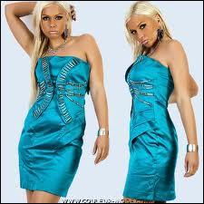 De quelle couleur sont ces deux robes ?