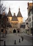 Je continue mon voyage en passant par la Lorraine et par 'la ville aux Portes d'or'. Quelle ville dois-je traverser ?