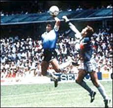 Contre quelle équipe Diego Maradona marqua son fameux but de la main ?