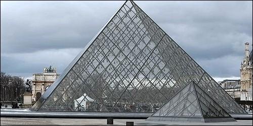 Quel architecte a conçu la Pyramide du Louvre en 1989 ?