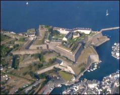 Quel ingénieur et architecte militaire a doté la France d'un réseau de citadelles et de places fortes inexpugnables ?