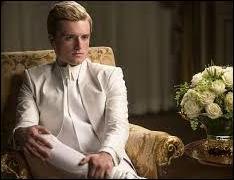 Au cours d'une émission télévisée, Peeta exhorte la Rébellion à cesser le combat et à se rendre. Son discours laisse penser qu'il a volontairement rejoint le Capitole. Est-ce la réalité ?
