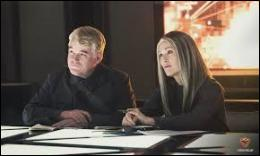 La présidente et le haut-juge Plutarch Heavensbee demandent à Katniss de devenir la porte-parole de la Rébellion. Qu'accepte-t-elle de faire sous certaines conditions ?