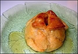 La 'Rombosse' de Mariembourg (Namur) est une pomme évidée, remplie de ... et enrobée de pâte feuillée