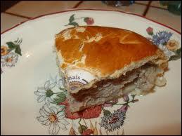 Le véritable 'pâté gaumais' (province de Luxembourg) est une tourte couverte fourrée de viande hachée de ...