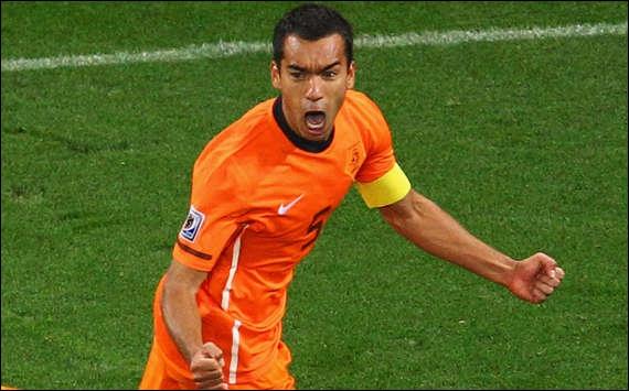 C´est pas neuf, que la FIFA oublie l´arrière gauche. Déjà en 2010, il y eut cette hérésie. Et pourtant, le but de l'année avait été marqué en ½ finale du mondial par...