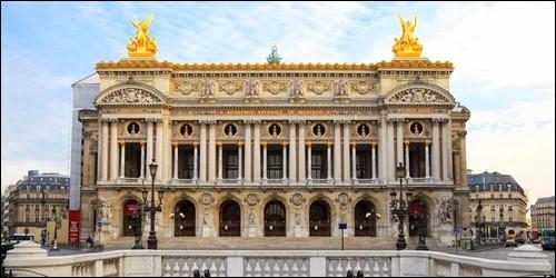 L'Opéra Garnier de Paris est l'oeuvre de l'architecte Pierre Fontaine.