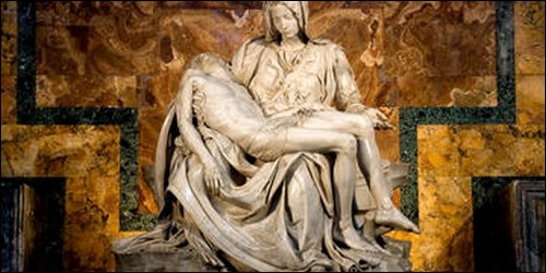 Quel thème artistique représente la Vierge Marie éplorée tenant le Christ mort, à la descente de la Croix ?
