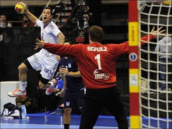 De combien de joueurs est composée une équipe de handball ?