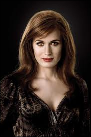 Qui campe le rôle d'Esmée Cullen ?