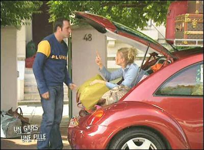Dans un épisode, ils partent en vacance et Jean n'arrive pas a rentrer les valises. Que fait alors Alex