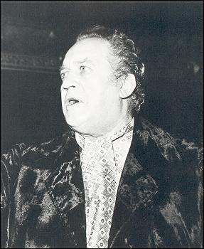 Qui était le compositeur de la musique des deux opérettes dont il vient d'être question ?