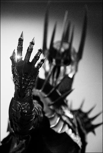 De quelle race est originaire Sauron ?