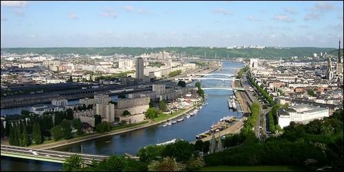 La longueur de la Seine qui coule à Paris est de :