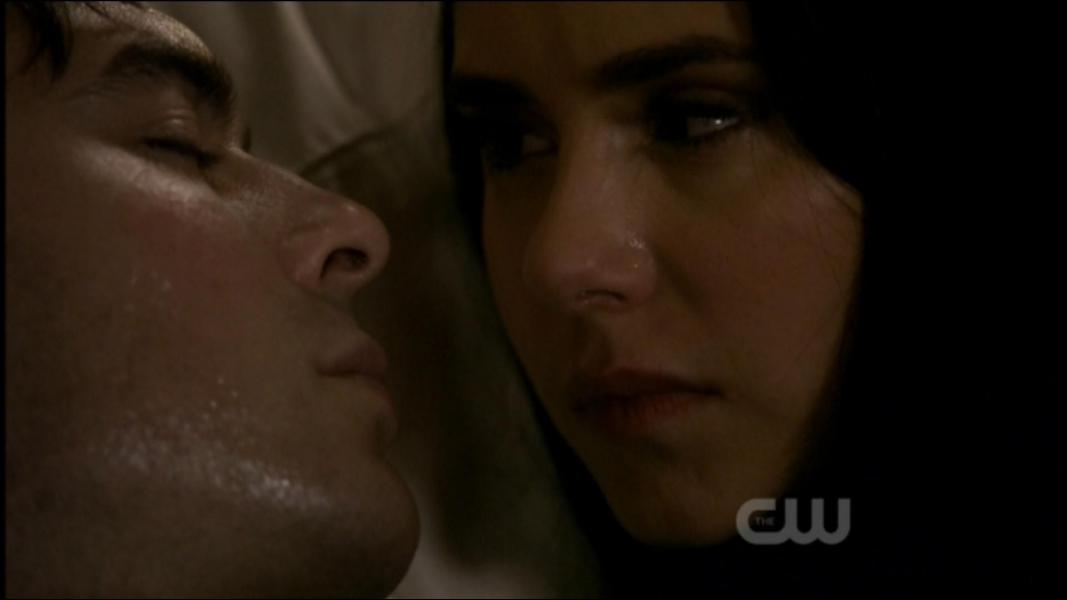 Par qui Damon est-il mordu, ce qui amène Stefan à se livrer à Klaus ?