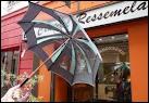 Vous pouvez vous protéger de la pluie dans 'la capitale du parapluie'. De quelle commune s'agit-il ?