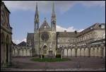 Partons en région Basse-Normandie pour visiter 'la capitale de la quincaillerie'. Quel est le nom de cette commune ?