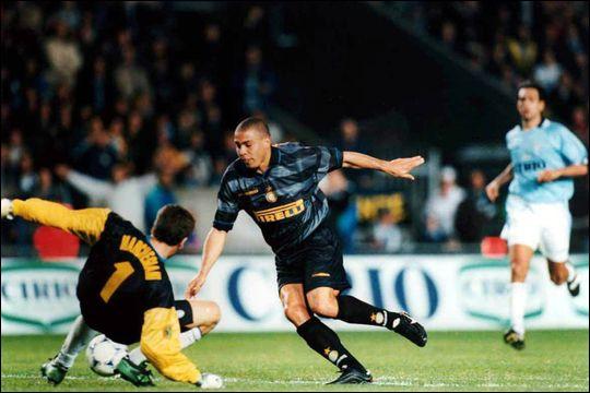 Niveau palmarès, Ronaldo remporte un premier titre à l'Inter lors de cette saison 1997-1998, c´est…