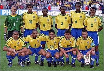 Arrive le Mondial 98, où l'on attend Ronaldo au sommet. L´attaquant réalise un très bon tournoi, marquant 4 buts. Lequel fut inscrit en glissant le ballon entre les jambes du gardien ?