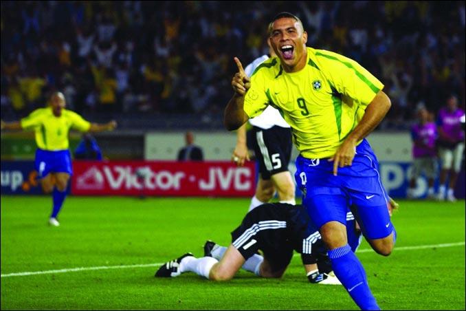 2002 marque le retour du prodige. Il réalise un mondial brillant, et score deux fois en finale, assurant la victoire de son équipe 2-0 face à l'Allemagne. Deux buts marqués…