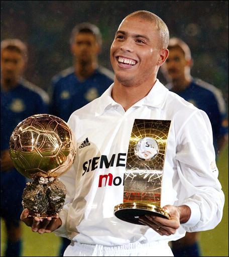 Au sortir de cette Coupe du Monde, Ronaldo rejoint le Real de Madrid. Sa première saison est brillante, on remarque notamment son triplé en Ligue des Champions lors d´un fameux…