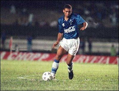 Ronaldo débute à 16 ans chez les professionnels avec le club de Cruzeiro. Sa première saison est marquée par un exploit retentissant, un quintuplé inscrit face au club de…