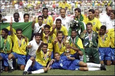 Sélectionné pour le mondial 1994, il observera toute la compétition du banc de touche. L'occasion d´observer les gestes du meilleur buteur du Brésil lors de cette coupe du monde…