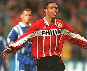 Après cette Coupe du Monde, Ronaldo rejoint l'Europe, direction le championnat hollandais, et plus particulièrement…