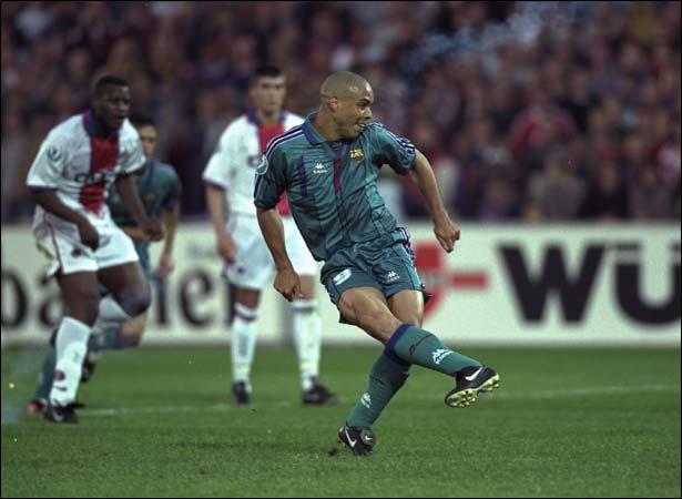 En conclusion d´une saison réussie, Ronaldo dispute la finale de la Coupe des Coupes face au PSG. Il marque le seul but du match sur un penalty qu'il a lui-même obtenu, au dépens de…