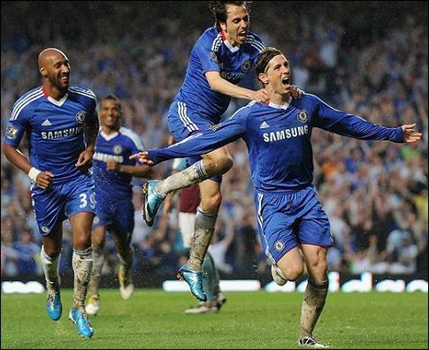 La saison s'écoule, Torres s´attache à ne pas marquer, mais soudain, l'accident. Face à West Ham, Torres fait trembler les filets ! Le principal responsable de ce but…