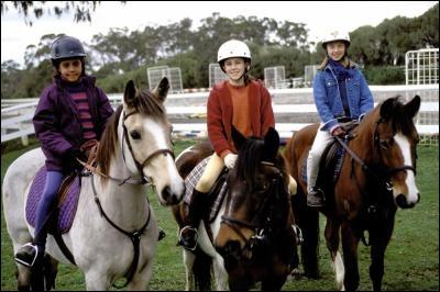 Dans l'épisode 1, quel est le nom des chevaux des filles ?