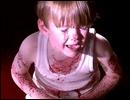 Combien de jours Dexter et son frère ont-ils baignés dans le sang de leur mère dans le conteneur ?