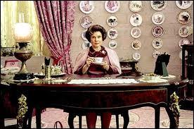 Qui est cette femme qui a pris la place d'Albus Dumbledore dans le tome 5 ?