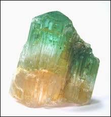 Quelle est cette pierre qui peut exister en différentes couleurs ?