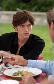 Je suis Nicholas Fiske dans le série 'Beautiful people'. Dans 'Twilight' je joue le rôle de ... ?