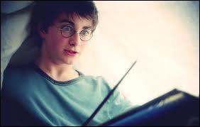 Dans 'Harry Potter 3', quel sortilège Harry utilise-t-il sous sa couette chez sa tante ?
