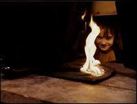 Quel sortilège Hermione utilise-t-elle pour mettre le feu à la robe de sorcier de Severus Rogue ?
