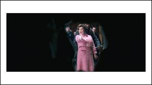 Quel sortilège Dolores Ombrage utilise-t-elle pour découvrir la salle sur demande ?