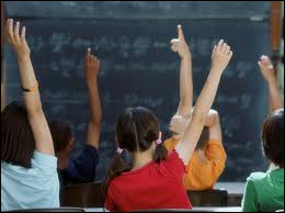 Quel garçon a un rapport avec l'enseignement ?