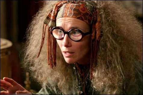 Quelle actrice joue Trelawney ?