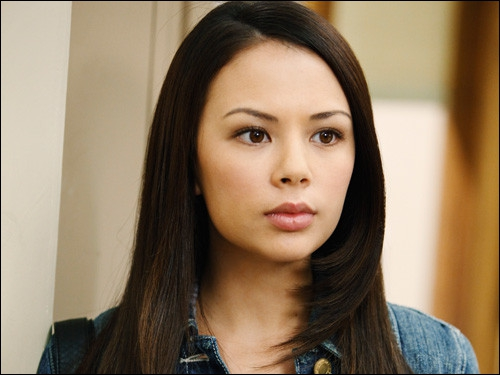 Je suis Mona dans la série. Quel est mon nom dans la vraie vie ?