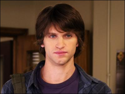 Je suis Toby dans la série. Quel est mon nom dans la vraie vie ?