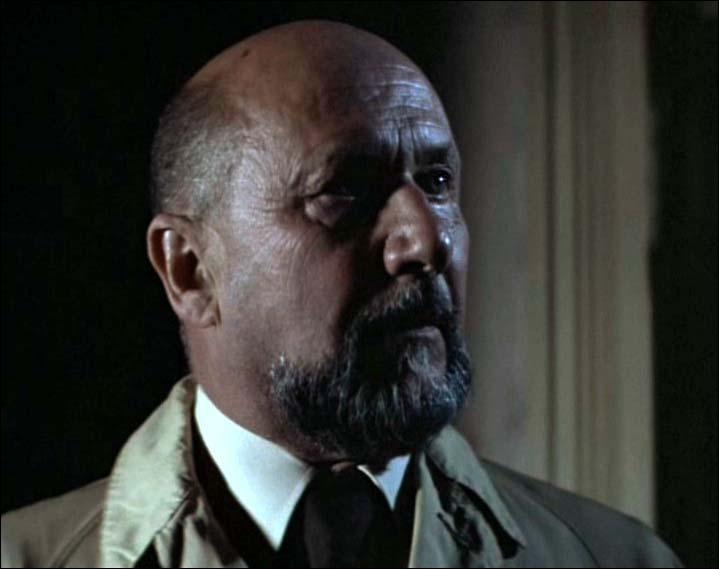 Comment s'appelle le docteur Loomis ?